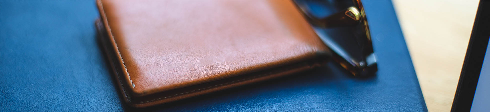 Men\'s wallets at Suitable ✔ Different colours and styles ✔ Leather wallets for men ✔ Shop online